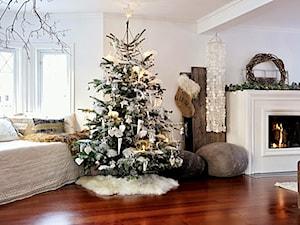 choinka - Duży biały salon - zdjęcie od KarinaPe