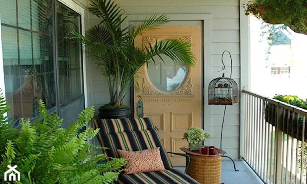 dekoracje do ogrodu na balkonie