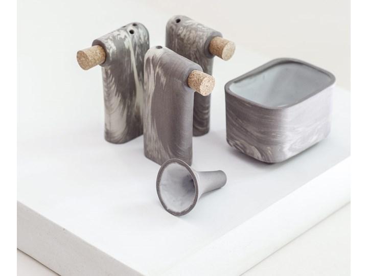 Komplet trzech solniczek i pieprzniczek z pojemnikiem i lejkiem LOF S Marbled, FÓBE Ceramika Solniczka i pieprzniczka Zestaw do przypraw Kategoria Przyprawniki