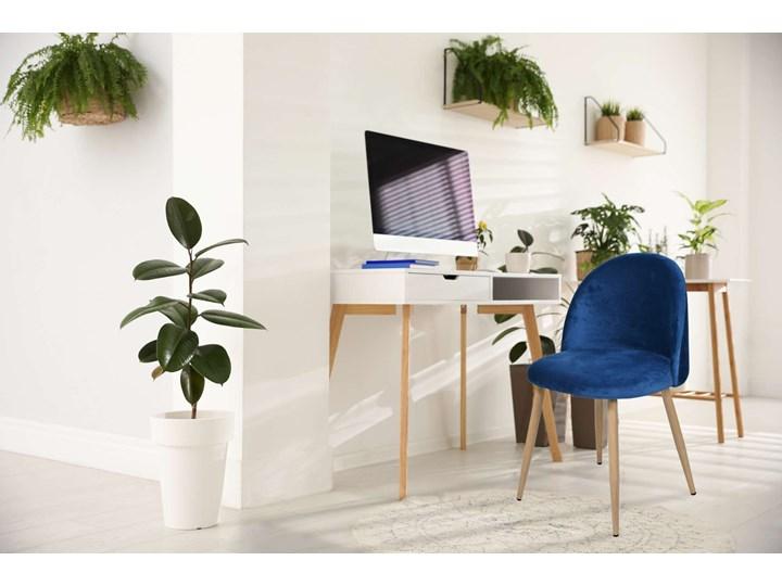 Krzesło tapicerowane Jazz Velvet granatowy Krzesło inspirowane Tkanina Metal Wysokość 79 cm Drewno Welur Szerokość 49 cm Tworzywo sztuczne Głębokość 48 cm Wysokość 78 cm Pomieszczenie Pokój nastolatka