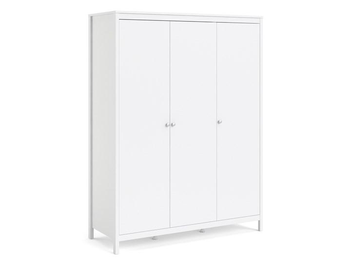 Trzydrzwiowa szafa ubraniowa na nóżkach Madrid 3D biały mat Szerokość 150 cm Wysokość 199 cm Głębokość 58 cm Ilość drzwi Trzydrzwiowe