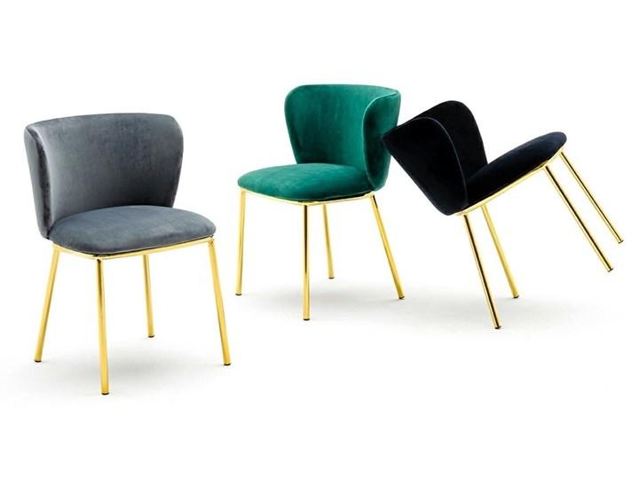 Krzesło MANTIS  zielony aksamit , nogi złote Tkanina Metal Głębokość 53 cm Tapicerowane Szerokość 55 cm Welur Styl Nowoczesny Wysokość 76 cm Kategoria Krzesła kuchenne