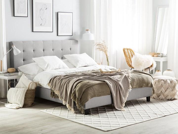 Łóżko jasnoszare tapicerowane 160 x 200 cm ze stelażem pikowany zagłówek Łóżko tapicerowane Kolor Szary Kategoria Łóżka do sypialni