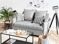 Sofa rozkładana jasnoszara dwuosobowa tapicerowana kanapa nowoczesna do salonu pokoju z funkcją spania metalowe czarne nogi Kolor Czarny Kategoria Sofy i kanapy