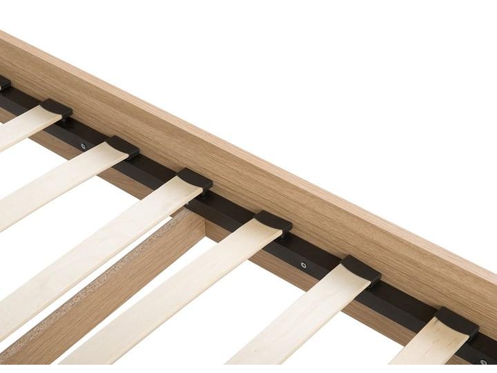 Łóżko białe jasne drewno 180 x 200 cm z ramą stelażem i zagłówkiem skandynawski design minimalistyczne Łóżko drewniane Kategoria Łóżka do sypialni