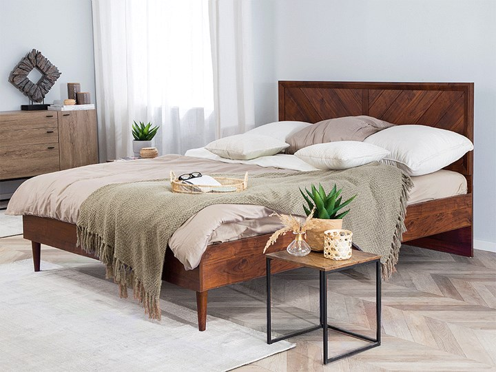Łóżko LED ze stelażem ciemne drewno 180 x 200 cm wysokie wezgłowie kolorowe oświetlenie rustykalny design ramy Łóżko drewniane Kategoria Łóżka do sypialni