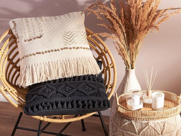Poduszka dekoracyjna beżowa bawełniana z frędzlami 45 x 45 cm z wypełnieniem ozdobna akcesoria boho retro salon sypialnia Poszewka dekoracyjna Bawełna 45x45 cm Kwadratowe Kolor Beżowy