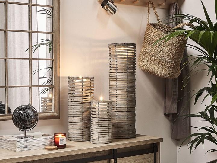 Zestaw 3 świeczników jasne drewno kwadratowe wysokie różne rozmiary boho design szklany pojemnik Metal Żelazo Szkło Kategoria Świeczniki i świece