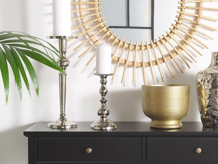 Świecznik dekoracyjny srebrny metalowy stojący 40 cm na jedną świecę elegancka ozdoba wnętrza Aluminium Kategoria Świeczniki i świece