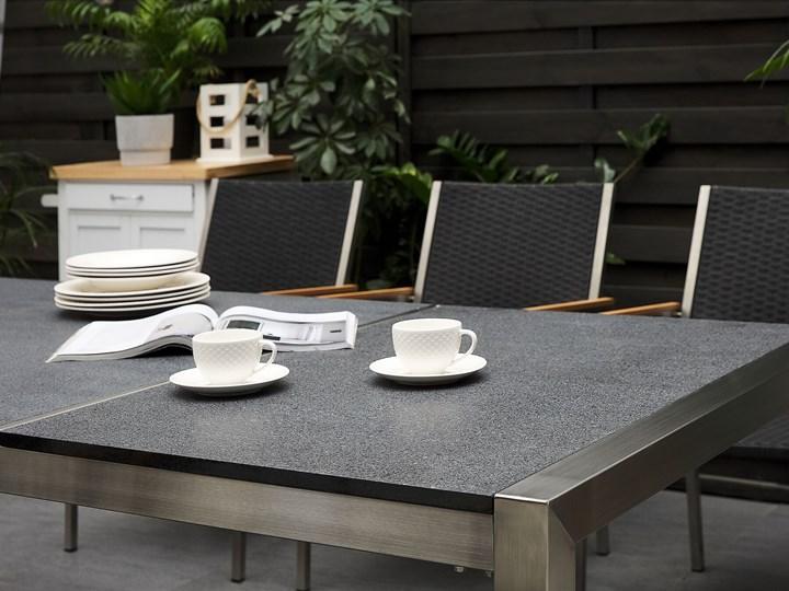 Zestaw mebli ogrodowych jadalniany szary stół granit/bazalt 220 x 100 cm 8 czarnych krzeseł z technorattanu sztaplowanych Stoły z krzesłami Stal Kategoria Zestawy mebli ogrodowych Zawartość zestawu Krzesła