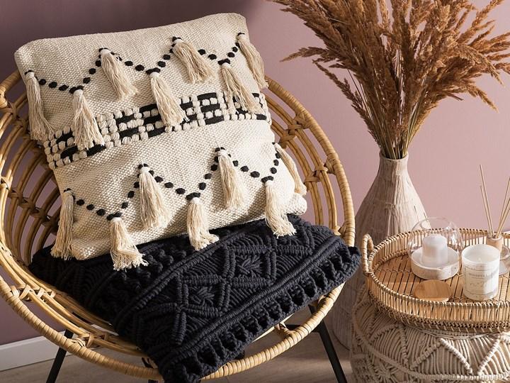 Poduszka dekoracyjna beżowa bawełniana z frędzlami 45 x 45 cm retro z wypełnieniem ozdobna akcesoria salon sypialnia Kwadratowe 45x45 cm Bawełna Kolor Beżowy