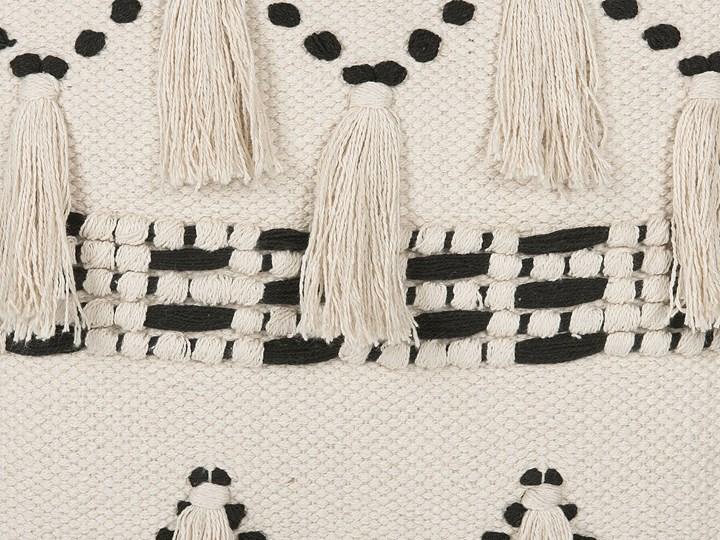 Poduszka dekoracyjna beżowa bawełniana z frędzlami 45 x 45 cm retro z wypełnieniem ozdobna akcesoria salon sypialnia Kwadratowe Bawełna 45x45 cm Kolor Beżowy