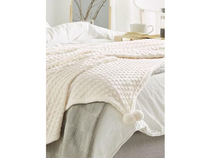 Koc kremowy narzuta z pomponami 150 x 200 cm wypukłe kropki na łóżko sofę akcesoria dekoracyjne Poliester 150x200 cm Pomieszczenie Salon