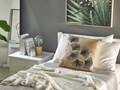 Poduszka dekoracyjna beżowa motyw liści 45 x 45 cm z wypełnieniem ozdobna akcesoria salon sypialnia 45x45 cm Kwadratowe Kategoria Poduszki i poszewki dekoracyjne Poliester Poszewka dekoracyjna Kolor Beżowy