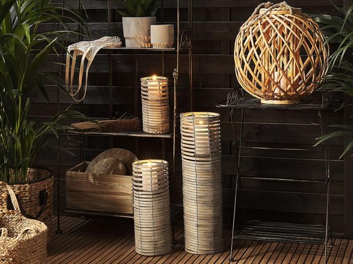 Zestaw 3 świeczników jasne drewno kwadratowe wysokie różne rozmiary boho design szklany pojemnik Kategoria Świeczniki i świece Metal Szkło Żelazo Kolor Beżowy