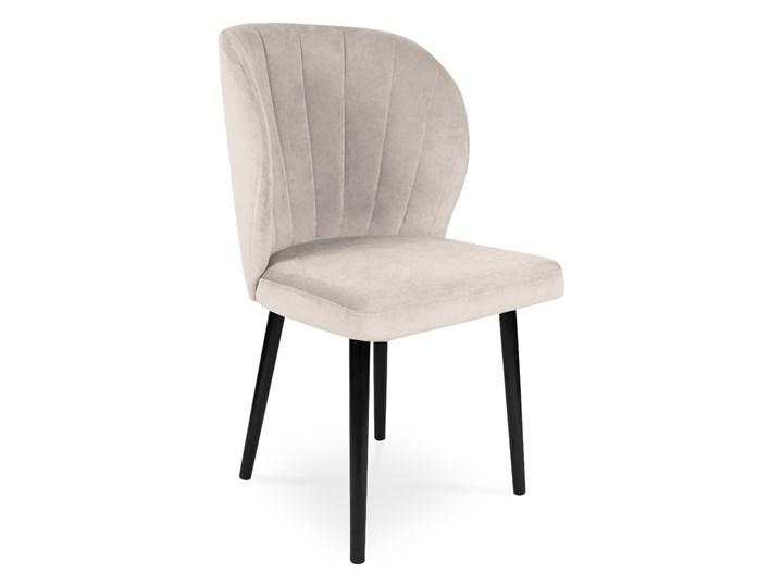 Bettso Krzesło tapicerowane SANTI velvet beżowy / PA02 Szerokość 87 cm Głębokość 56 cm Metal Szerokość 51,5 cm Wysokość 87 cm Głębokość 45 cm Wysokość 86 cm Drewno Wysokość 47 cm Szerokość 58 cm Głębokość 48 cm Styl Glamour Tkanina Styl Skandynawski