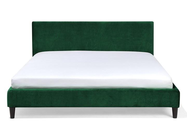 Łóżko zielone welurowe 180 x 200 cm ze stelażem i zagłówkiem Kategoria Łóżka do sypialni Łóżko tapicerowane Kolor Czarny
