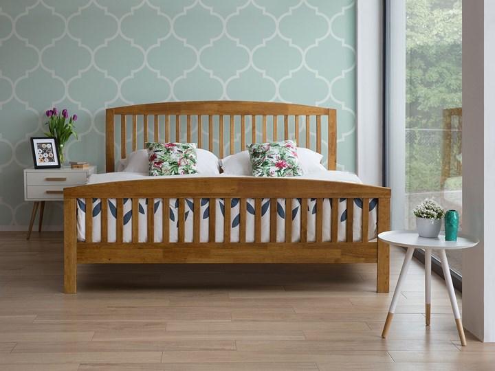 Łóżko ciemne drewniane 160 x 200 cm z ramą stelażem zagłówkiem i zanóżkiem Łóżko drewniane Kolor Brązowy Rozmiar materaca 160x200 cm
