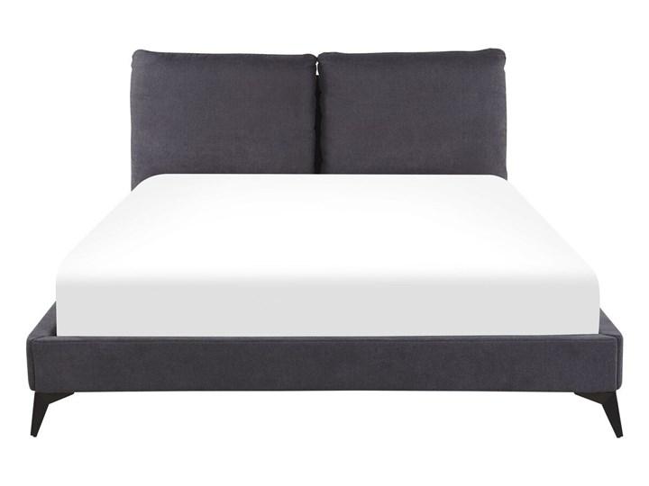 Łóżko ze stelażem ciemnoszare tapicerowane welurem 160 x 200 cm z grubym wezgłowiem nowoczesny design Łóżko tapicerowane Kategoria Łóżka do sypialni Kolor Szary