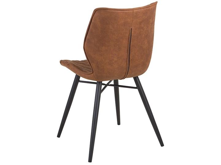 Zestaw 2 krzeseł brązowych tapicerowanych z metalowymi czarnymi nogami do jadalni styl nowoczesny industrialny Wysokość 86 cm Tapicerowane Tkanina Tworzywo sztuczne Szerokość 44 cm Głębokość 56 cm Drewno Pikowane Pomieszczenie Jadalnia