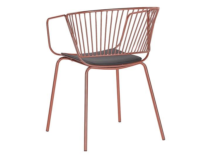 Zestaw 2 krzeseł miedzianych metalowych z czarnymi poduszkami na siedzisko z ekoskóry styl nowoczesny Skóra ekologiczna Głębokość 49 cm Wysokość 77 cm Szerokość 54 cm Skóra Tworzywo sztuczne Pomieszczenie Jadalnia