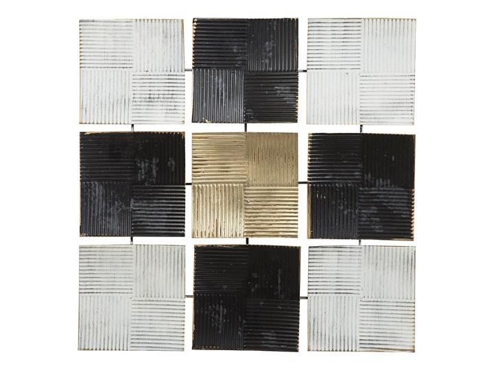 Dekoracja ścienna wisząca biało-czarna metalowa 50 x 50 cm geometryczna ozdoba w kwadraty
