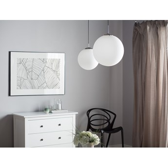 Lampa sufitowa biała szklana 141 cm kulisty klosz mleczne szkło nowoczesna