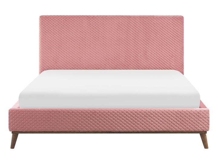 Łóżko ze stelażem różowe welurowe 180 x 200 cm z zagłówkiem styl retro Łóżko tapicerowane Kolor Różowy