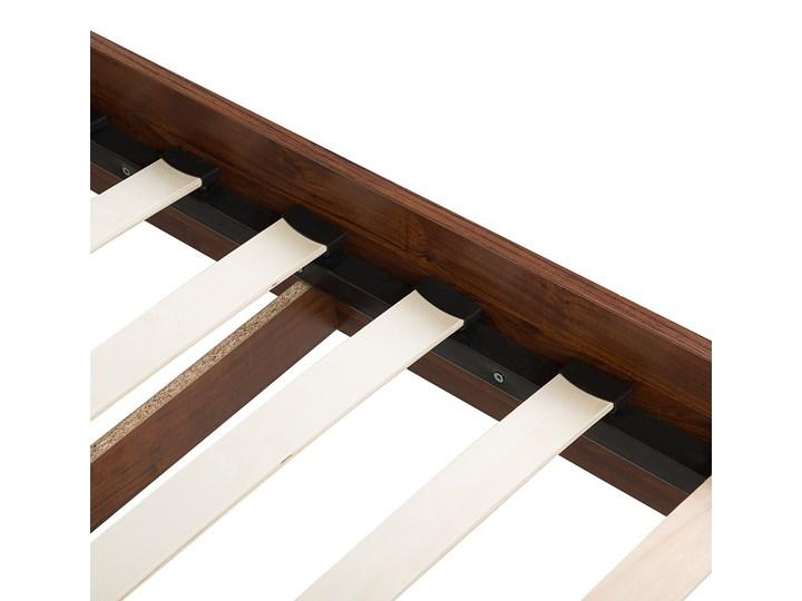 Łóżko ze stelażem ciemne drewno 140 x 200 cm wysokie wezgłowie rustykalny design ramy Łóżko drewniane Kategoria Łóżka do sypialni