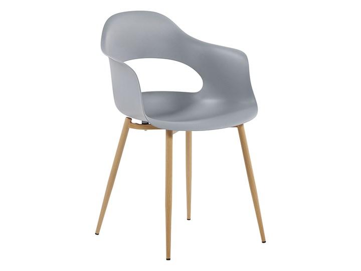 Zestaw 2 krzeseł szarych plastikowych nóżki jasne drewno ozdobne do jadalni styl skandynawski Tworzywo sztuczne Głębokość 47 cm Wysokość 81 cm Szerokość 54 cm Metal Pomieszczenie Jadalnia
