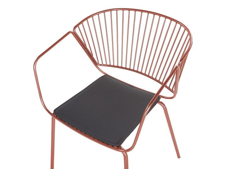Zestaw 2 krzeseł miedzianych metalowych z czarnymi poduszkami na siedzisko z ekoskóry styl nowoczesny Głębokość 49 cm Wysokość 77 cm Tworzywo sztuczne Szerokość 54 cm Skóra Skóra ekologiczna Styl Industrialny