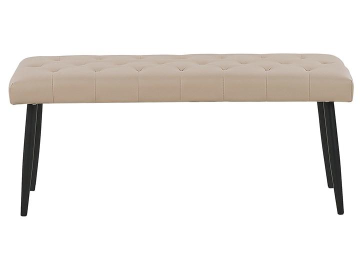 Ławka do sypialni ekoskóra beżowa nabijana guzikami ozdobna metalowe nogi Pomieszczenie Sypialnia Kolor Beżowy