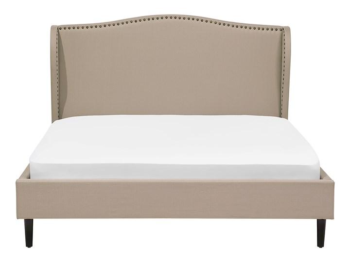 Łóżko ze stelażem tapicerowane beżowe 140 x 200 cm z zagłówkiem styl glamour Kolor Beżowy Łóżko tapicerowane Kategoria Łóżka do sypialni
