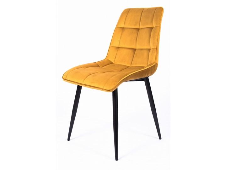 Krzesło CHIC VELVET Curry Signal Welur Kategoria Krzesła kuchenne Wysokość 88 cm Szerokość 50 cm Metal Tapicerowane Głębokość 58 cm Z podłokietnikiem Stal Pikowane Tkanina Pomieszczenie Jadalnia