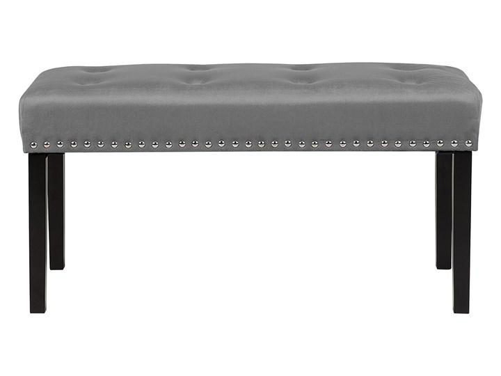 Ławka tapicerowana szara welurowa pikowana z ozdbonymi ćwiekami do sypialni Materiał nóżek Drewno Styl Nowoczesny