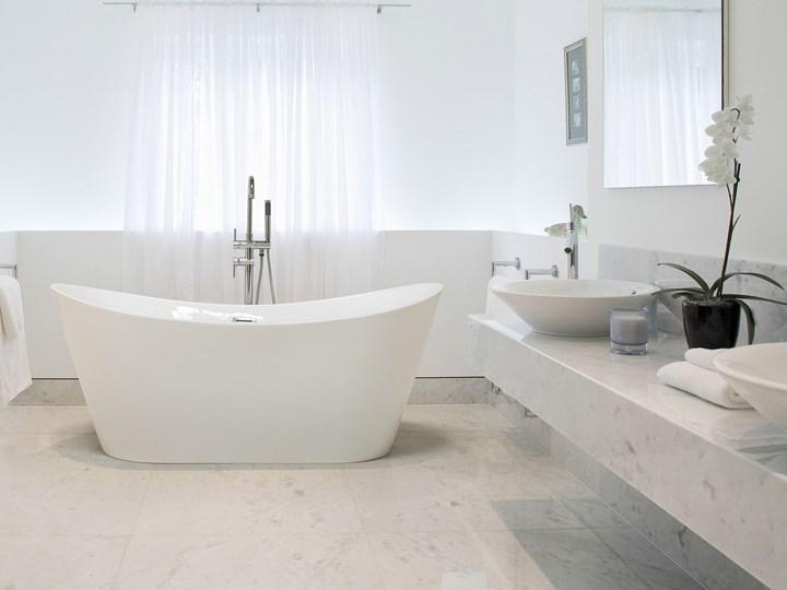 Wanna wolnostojąca biała akrylowa 150 x 75 cm system przelewowy owalna retro Wolnostojące Kolor Biały Kategoria Wanny