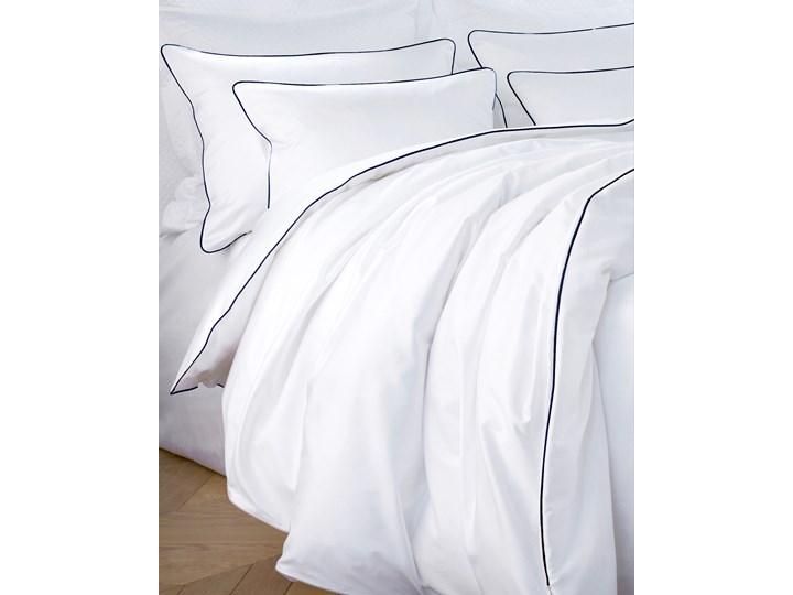 Pościel satynowa SAN ANTONIO - biała z lamówką navy blue - 180 x 200 Komplet pościeli 180x200 cm Kolor Biały Satyna Bawełna Pomieszczenie Pościel do sypialni