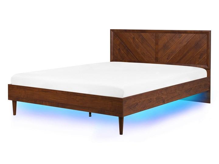 Łóżko LED ze stelażem ciemne drewno 180 x 200 cm wysokie wezgłowie kolorowe oświetlenie rustykalny design ramy Łóżko drewniane Kolor Brązowy