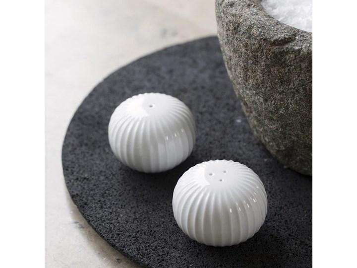 Zestaw białej solniczki i pieprzniczki z porcelany Kähler Design Hammershoi Szkło Solniczka i pieprzniczka Ceramika Zestaw do przypraw Kolor Biały