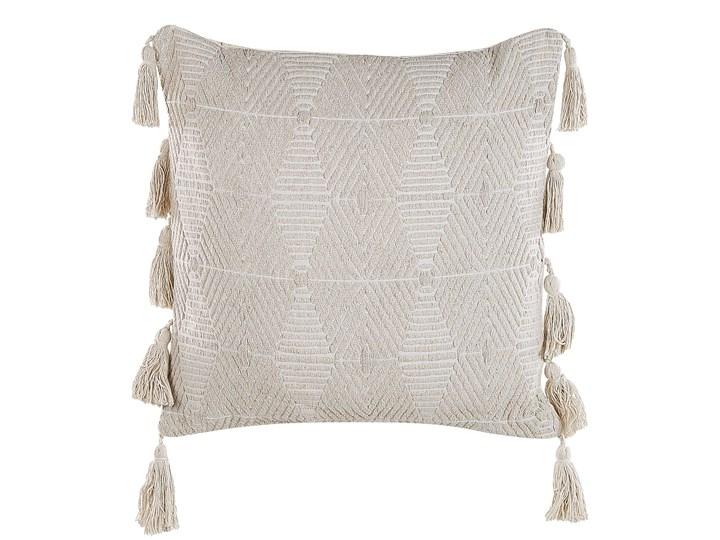 Poduszka dekoracyjna beżowa bawełniana 45 x 45 cm zdejmowana teksturowana poszewka z chwostami Wzór Jednolity Bawełna 45x45 cm Poszewka dekoracyjna Kolor Beżowy
