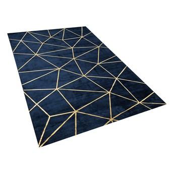 Dywan niebieski ze złotym geometrycznym wzorem wiskoza z bawełną 140 x 200 cm do sypialni salonu styl nowoczesny glamour