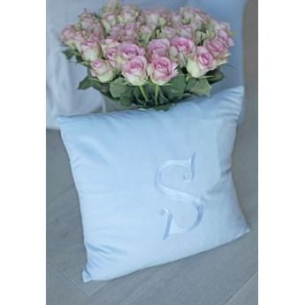 Poduszka dekoracyjna z wybraną literą - niebieski baby blue