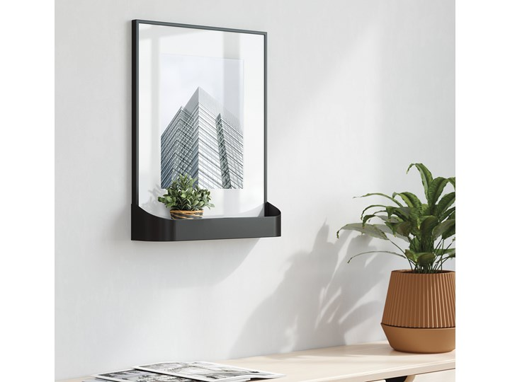 Ramka na zdjęcia z półką Matinee 31x39 cm czarna Kolor Czarny Tworzywo sztuczne Kategoria Ramy i ramki na zdjęcia