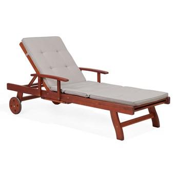 Leżak ogrodowy ciemne drewno lite akacjowe brązowoszara poduszka z poliestru na zamek leżak rozkładany na kółkach ze stolikiem