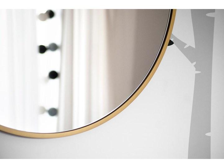 Lustro Scandi Slim podświetlane – złote Okrągłe Lustro z ramą Kolor Złoty Lustro podświetlane Pomieszczenie Sypialnia