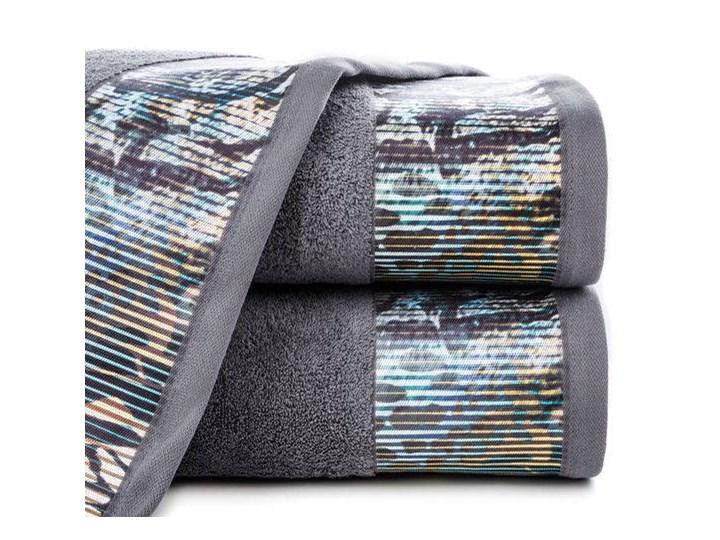 Ręcznik Eva Minge Carla stalowy w rozmiarze 70x140 z drukowaną bordiurą
