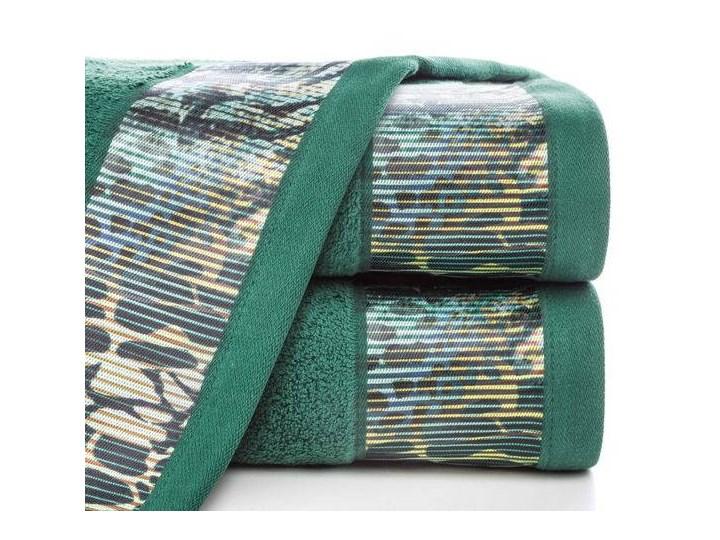 Ręcznik Eva Minge Carla ciemny zielony w rozmiarze 70x140 z drukowaną bordiurą