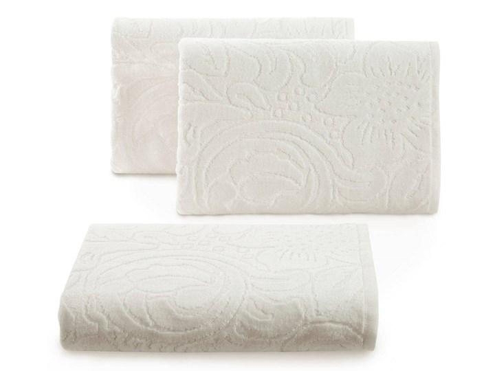 Welurowy ręcznik kąpielowy 70x140 kremowy 390 g/m2 elegancki zdobiony na całej powierzchni żakardowym wzorem kwiatowym 70x140 cm Frotte Bawełna Kolor Beżowy
