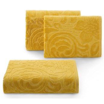 Welurowy ręcznik kąpielowy 70x140 musztardowy 390 g/m2 elegancki zdobiony na całej powierzchni żakardowym wzorem kwiatowym