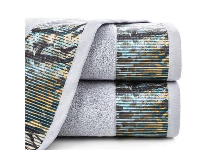 Ręcznik Eva Minge Carla srebrny w rozmiarze 70x140 z drukowaną bordiurą